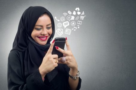 Arab women from buying valuable products to online trading